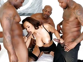 Ideally Shaped Milky Mummy Lisa Ann Is Fucked By A Few Black Hot Blooded Studs