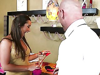 Eyes Covered Stud Johnny Sins Gets Pleased With Never-to-be-forgotten Bj